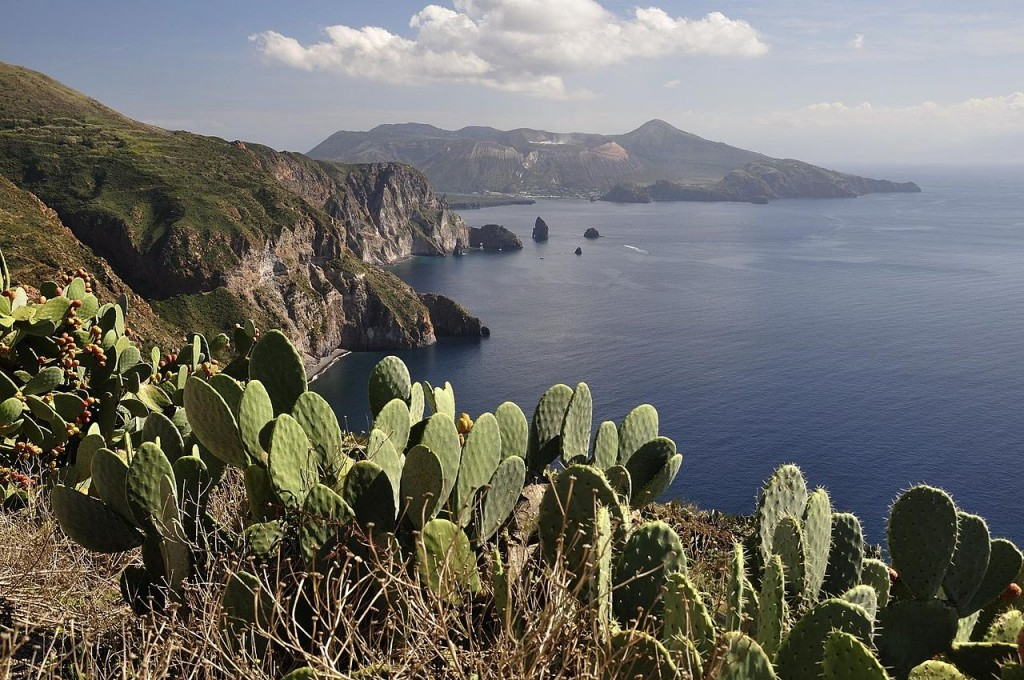 By stefan_fotos from Leipzig, Germany (Aeolian Islands) [CC BY-SA 2.0 (http://creativecommons.org/licenses/by-sa/2.0)], via Wikimedia Commons
