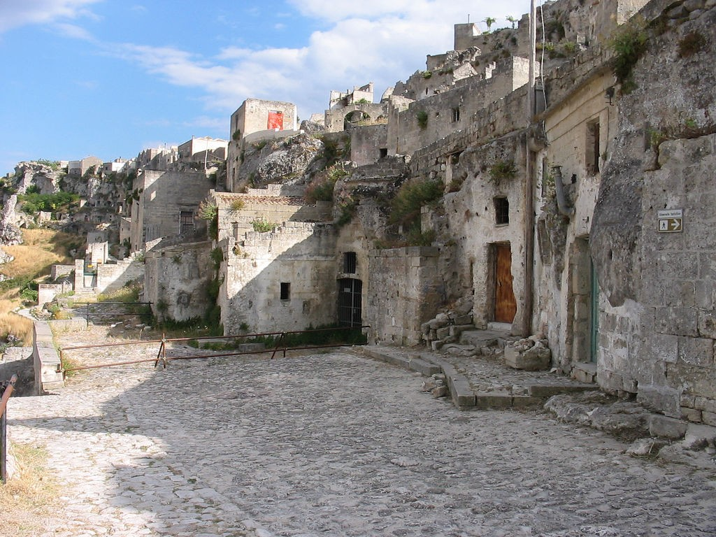 By Matera01.jpg: vic15 derivative work: Wikielwikingo (Matera01.jpg) [CC BY 2.0 (http://creativecommons.org/licenses/by/2.0)], via Wikimedia Commons
